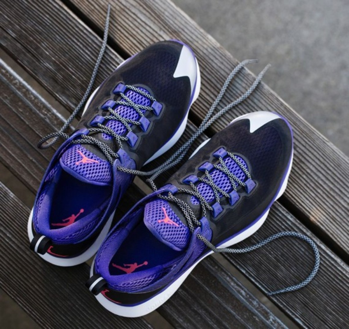 jordan-flight-runner-black-infrared-23-dark-concord-04