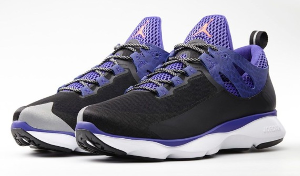 jordan-flight-runner-black-infrared-23-dark-concord-03