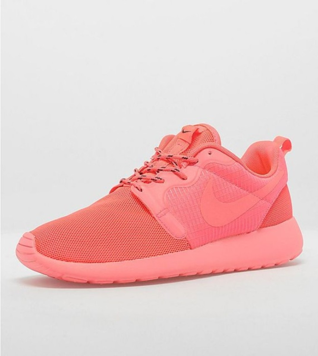 nike women 39 s roshe run hyperfuse laser crimson freshness mag. Black Bedroom Furniture Sets. Home Design Ideas