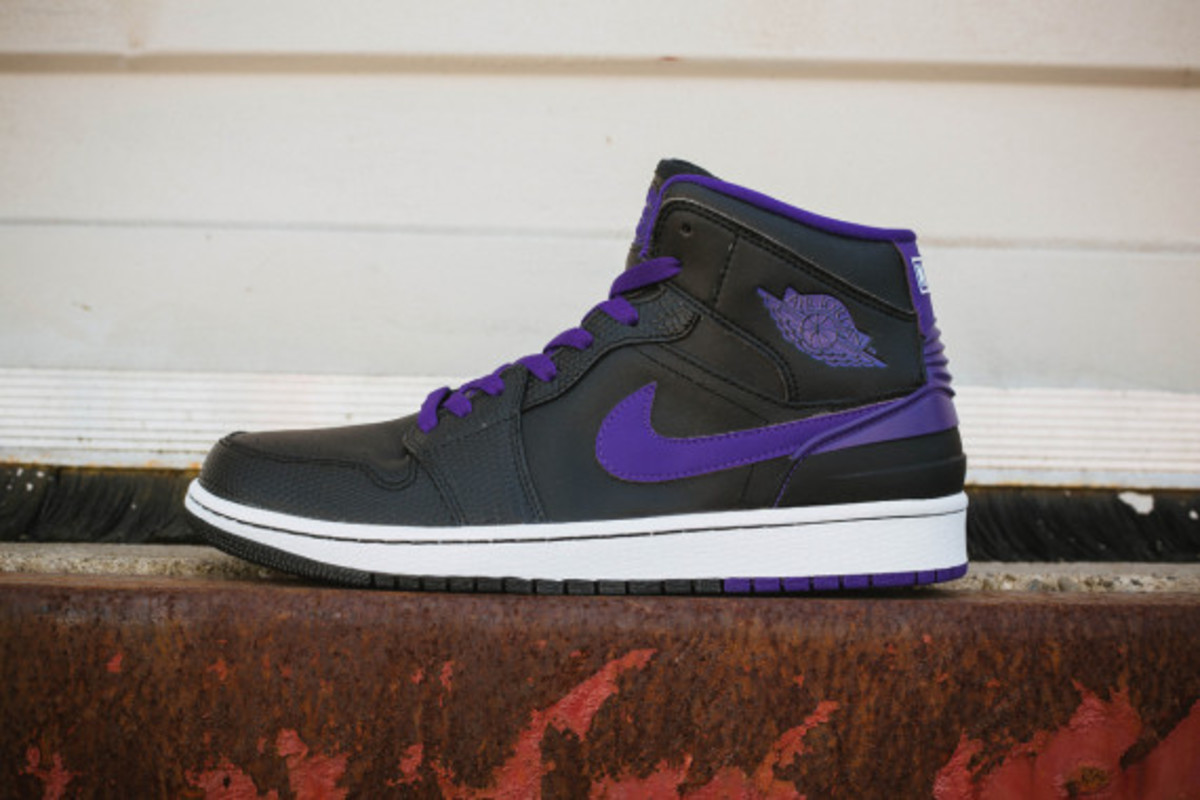 air-jordan-retro-86-dark-concord-02
