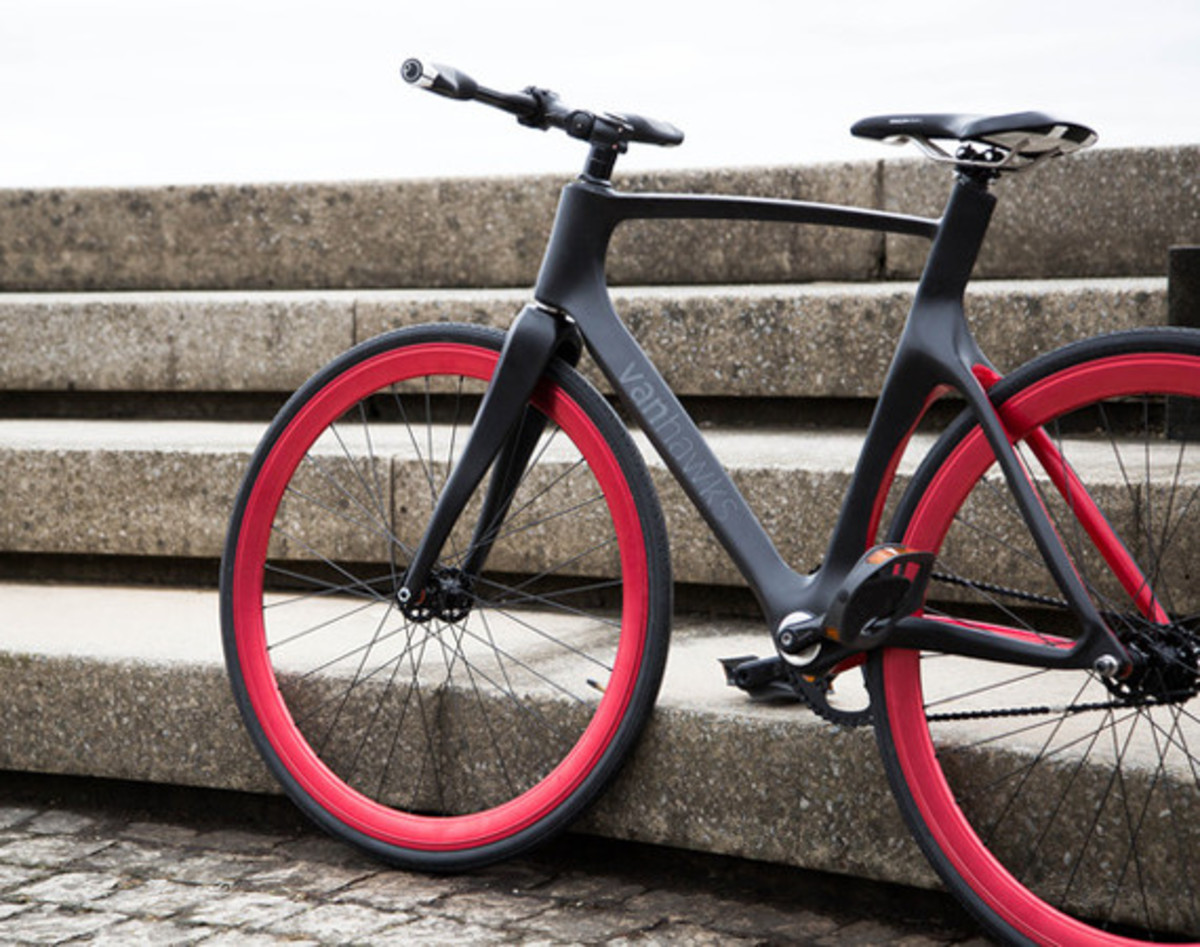 vanhawks-valour-first-ever-connected-carbon-fiber-bicycle-01