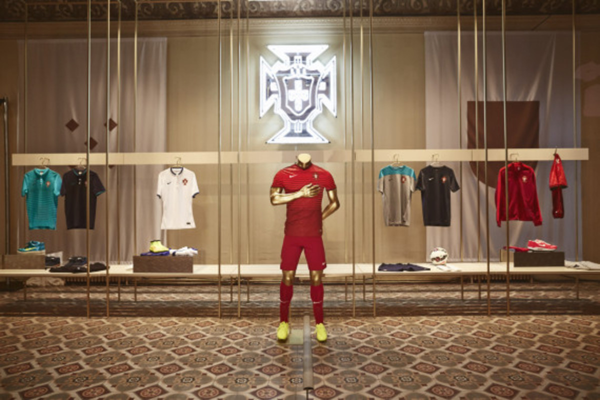 nike-showcases-2014-football-innovations-07