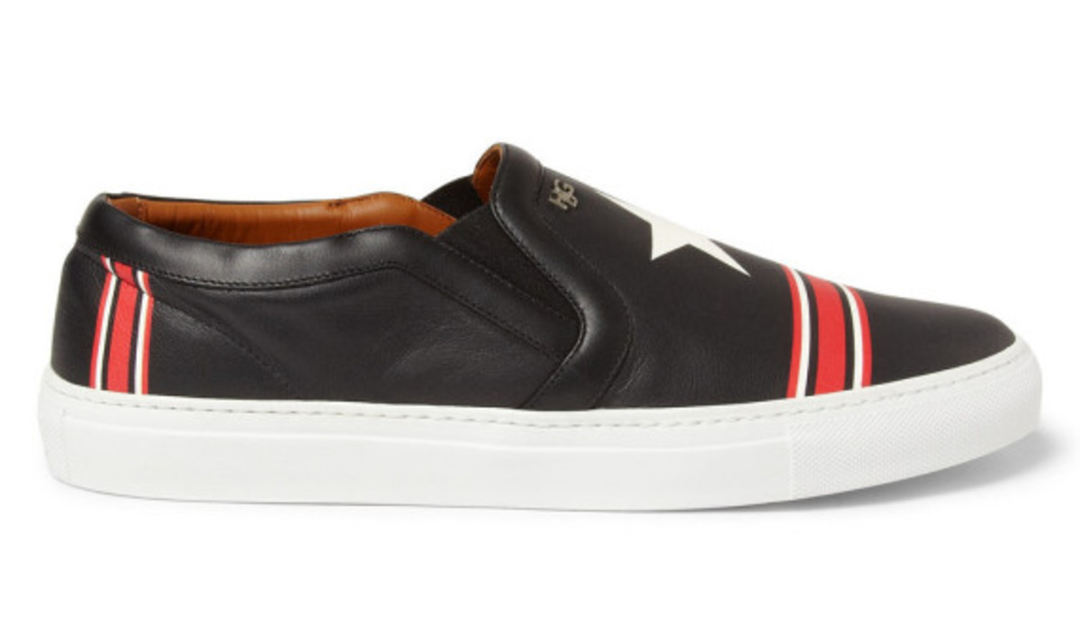givenchy-star-print-leather-sneaker-02