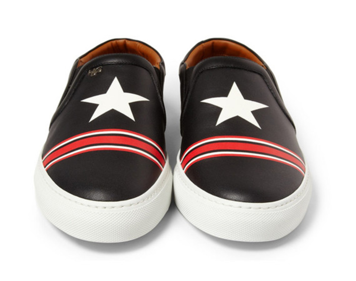 givenchy-star-print-leather-sneaker-01