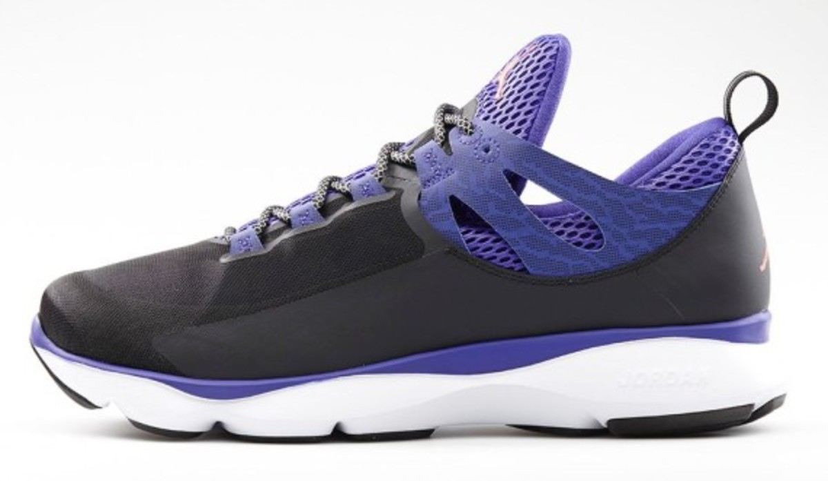 jordan-flight-runner-black-infrared-23-dark-concord-02