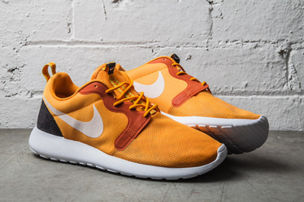 nike-roshe-run-hyperfuse-kumquat-02