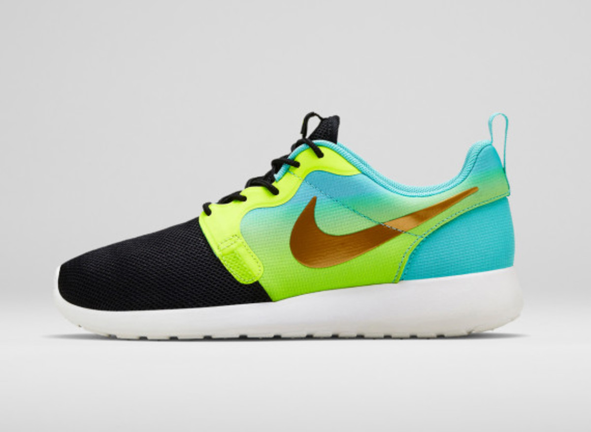 Nike Women's Magista Roshe Run Hyperfuse