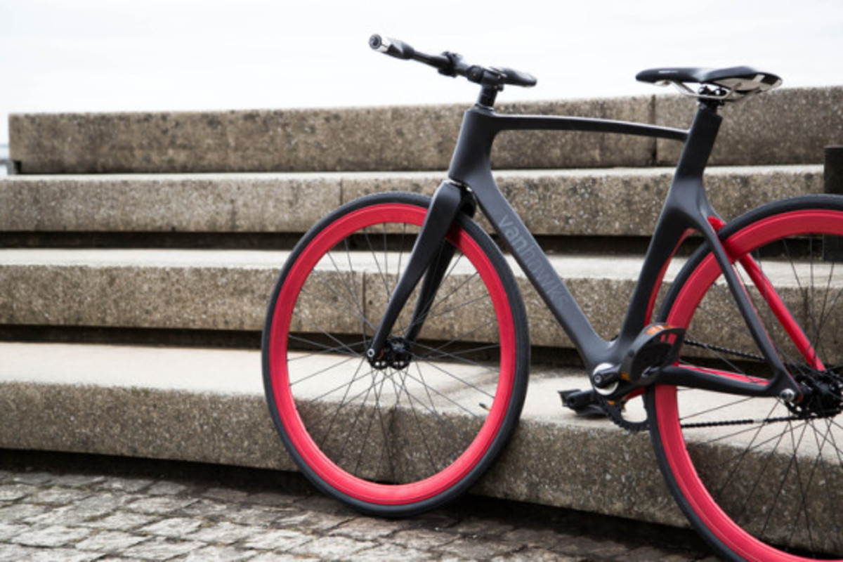 vanhawks-valour-first-ever-connected-carbon-fiber-bicycle-07