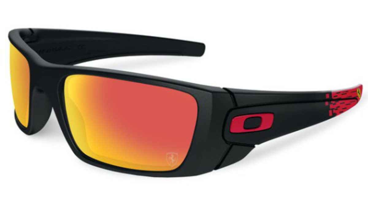 oakley-ferrari-partnership-unveiled-03