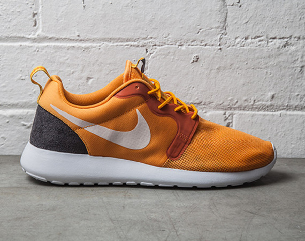 nike-roshe-run-hyperfuse-kumquat-01
