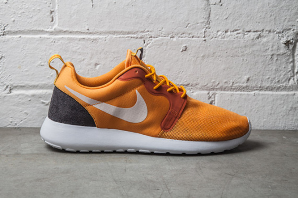 nike-roshe-run-hyperfuse-kumquat-03