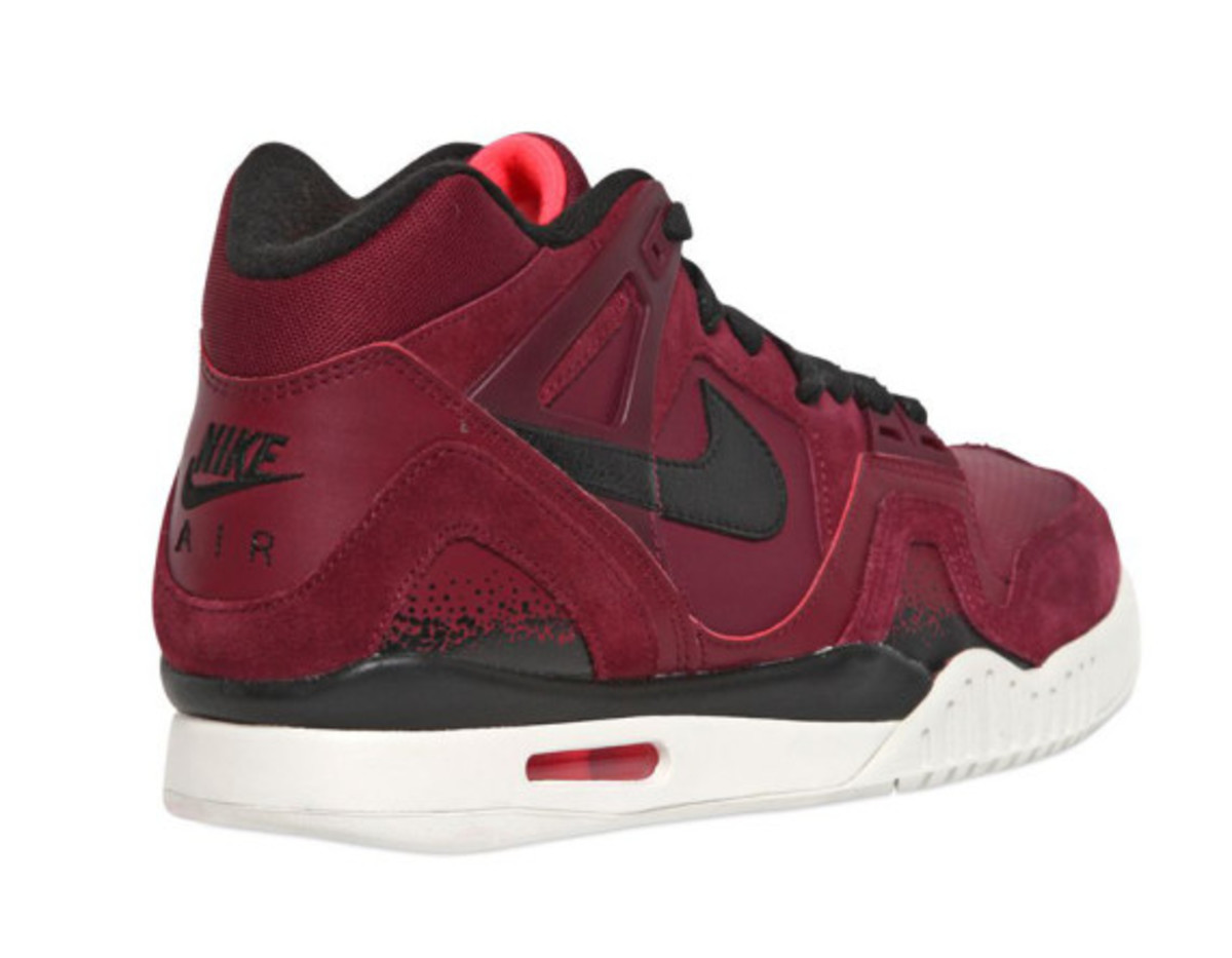 nike-air-tech-challenge-ii-burgundy-suede-05