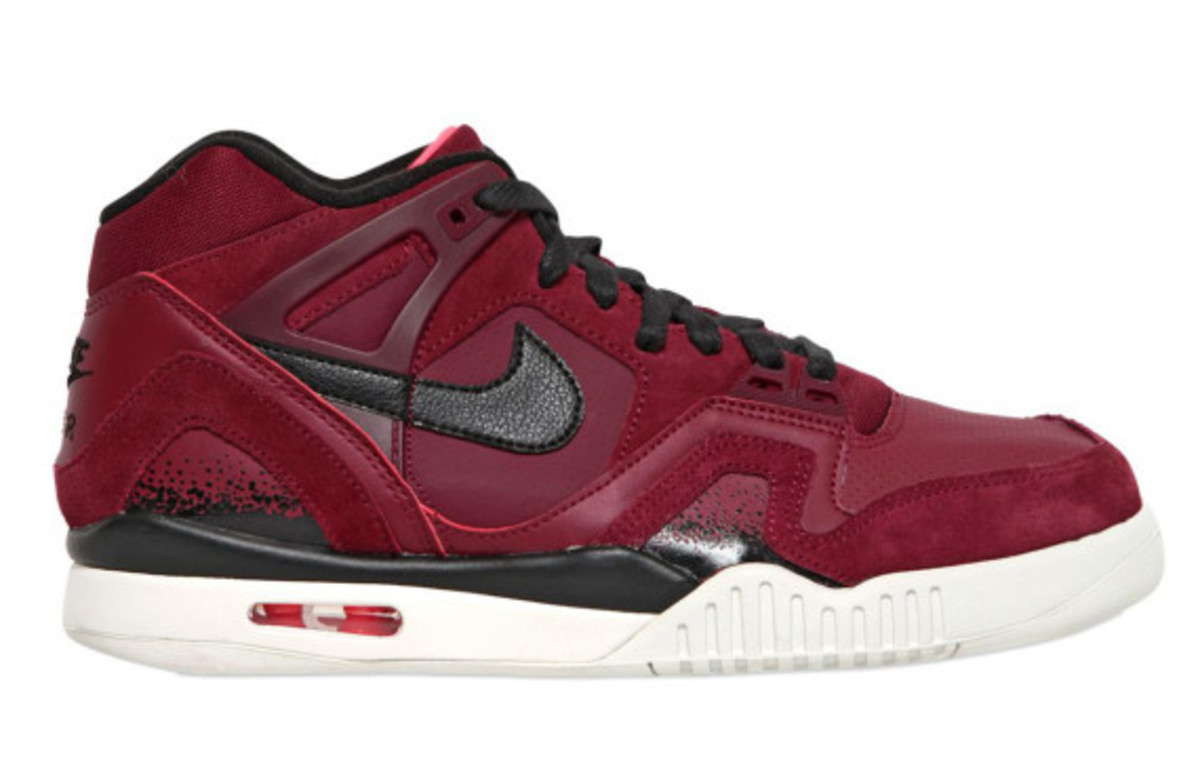 nike-air-tech-challenge-ii-burgundy-suede-02