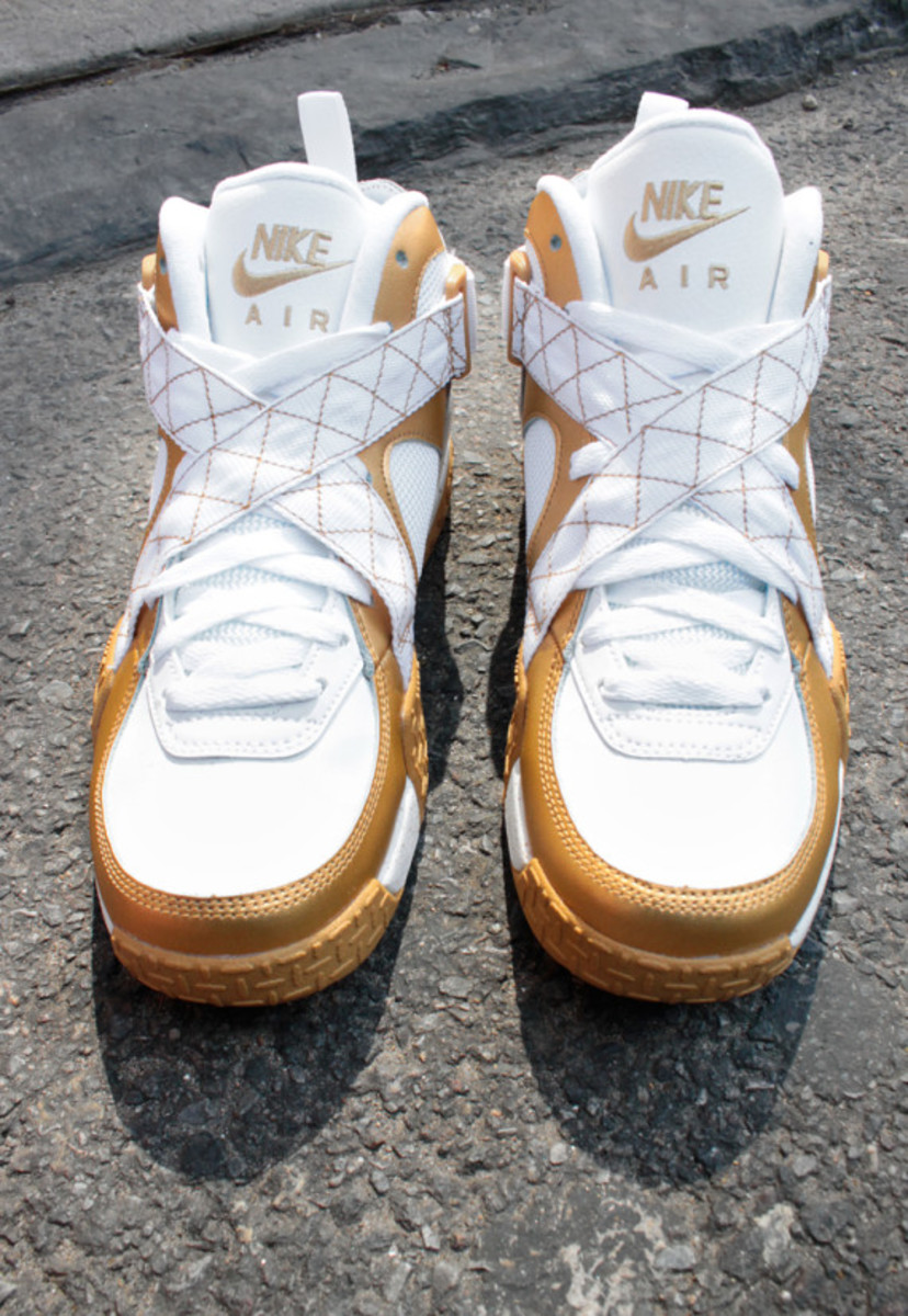 nike-air-raid-metallic-gold-06