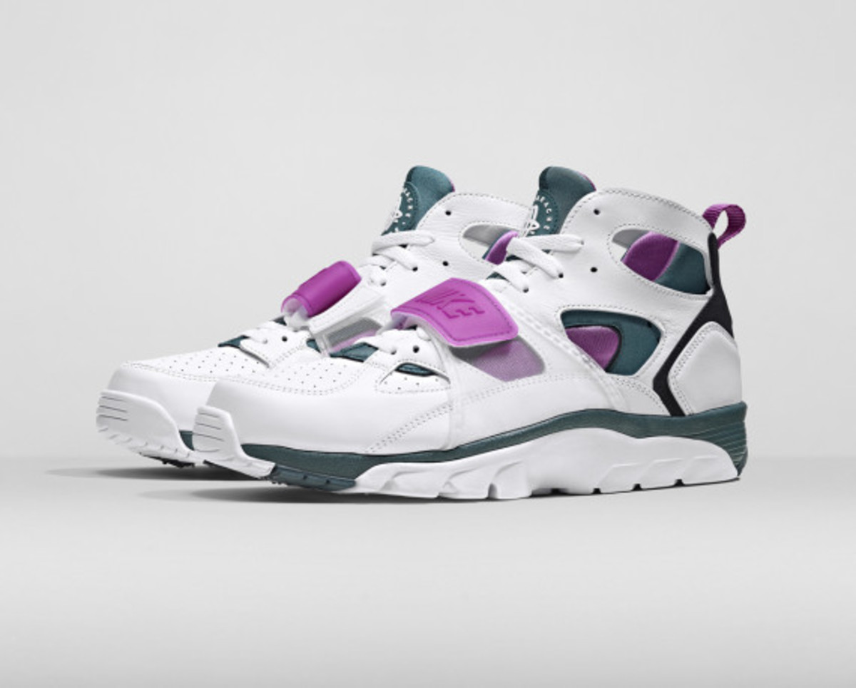 nike-air-trainer-huarache-and-air-flight-huarache-07