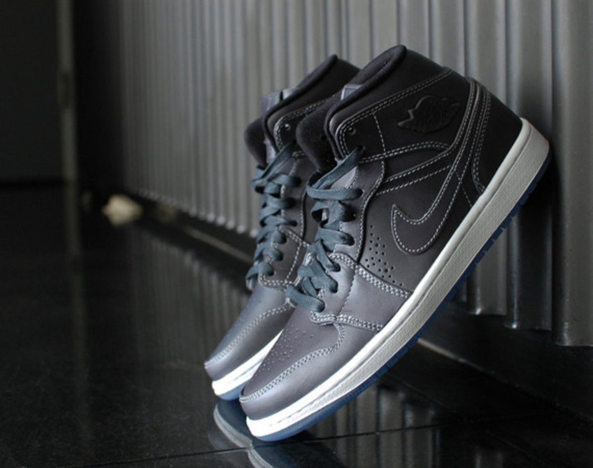 air-jordan-1-mid-nouveau-wolf-grey-01