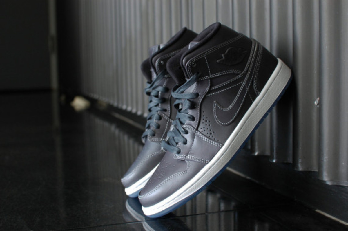 air-jordan-1-mid-nouveau-wolf-grey-07