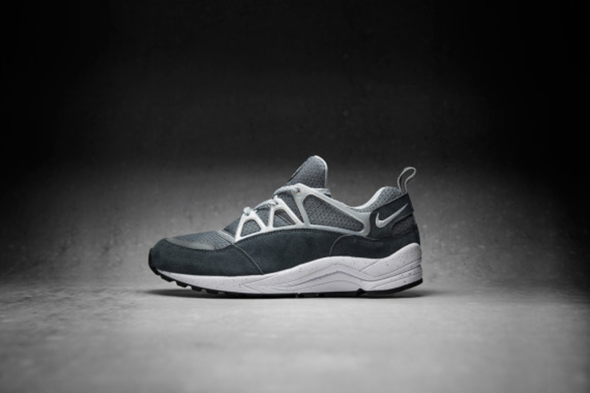 footpatrol-nike-air-huarache-light-concrete-02