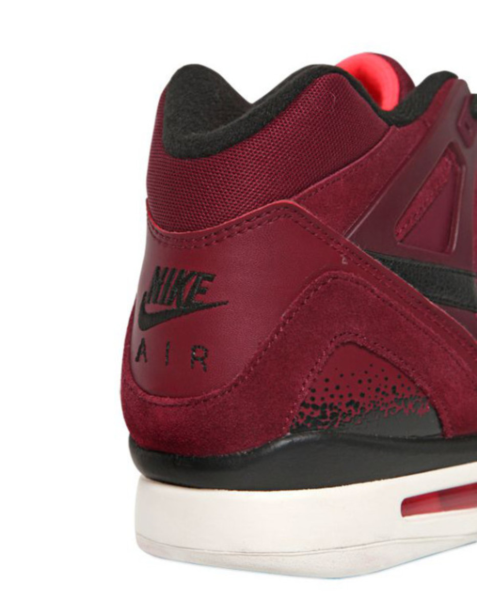nike-air-tech-challenge-ii-burgundy-suede-06