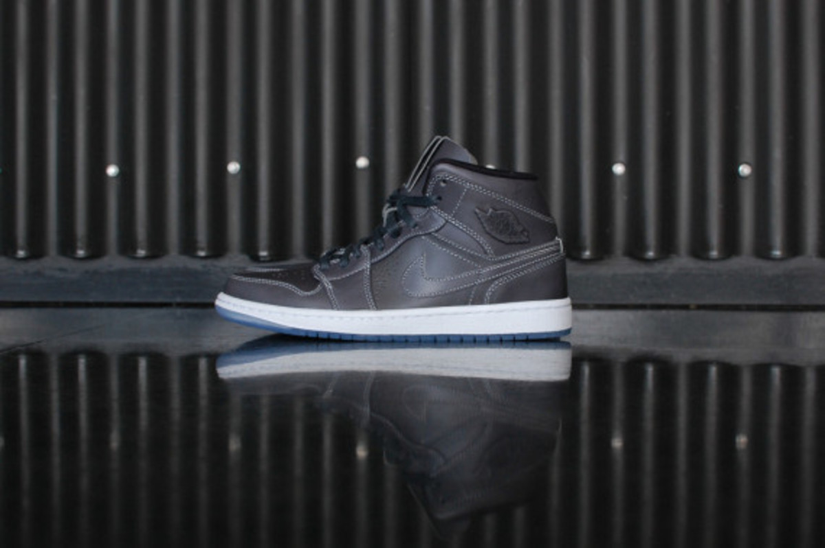 air-jordan-1-mid-nouveau-wolf-grey-02