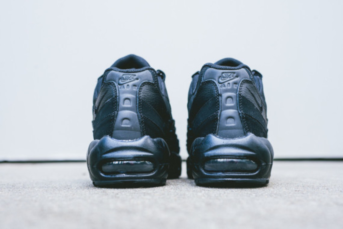 nike-air-max-95-triple-black-04