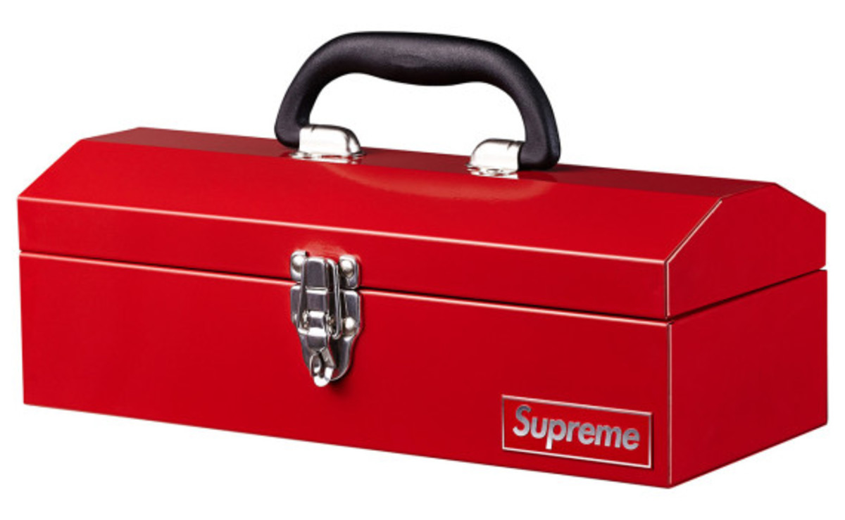 supreme-fall-winter-2014-accessories-and-gear-collection-13