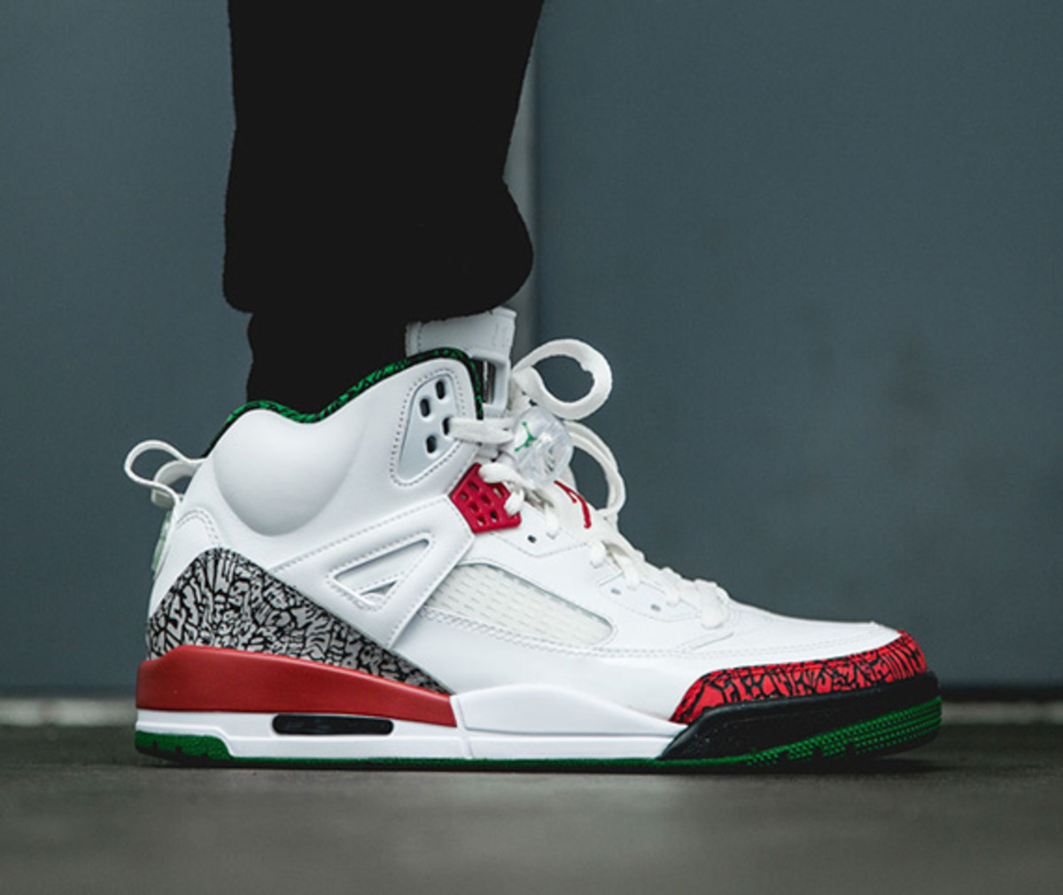 quality design 17338 9d8f8 A tribute to director Spike Lee s long association with Jordan Brand and  his groundbreaking 40 Acres and a Mule production company, the Jordan  Spizike ...
