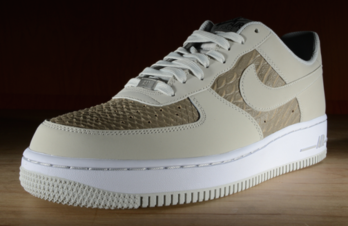 nike-air-force-1-low-light-ash-snakeskin-03
