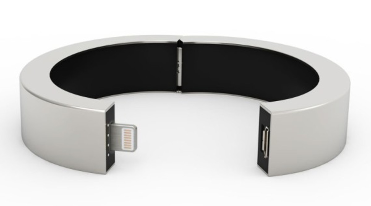 qbracelet-fashion-accessory-that-charges-phones-02