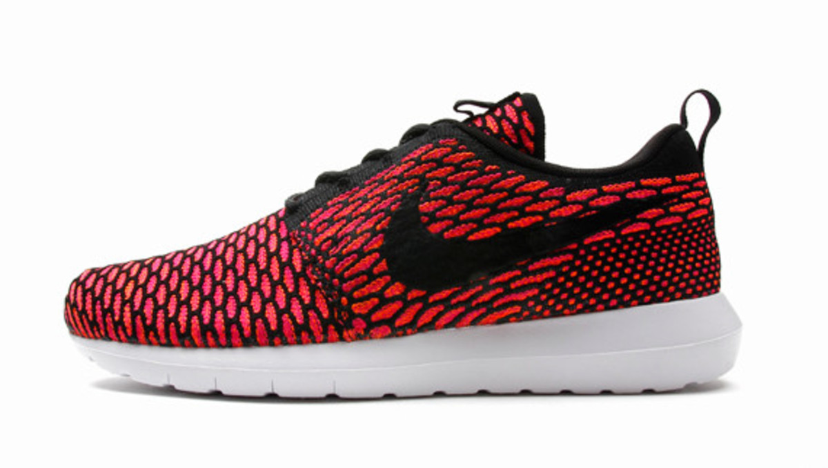 nike-flyknit-roshe-run-nm-03