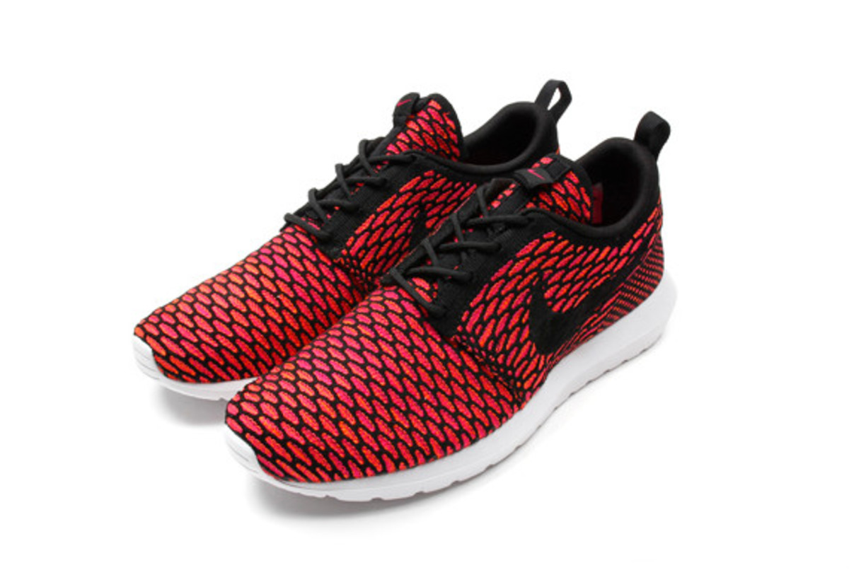 nike-flyknit-roshe-run-nm-02