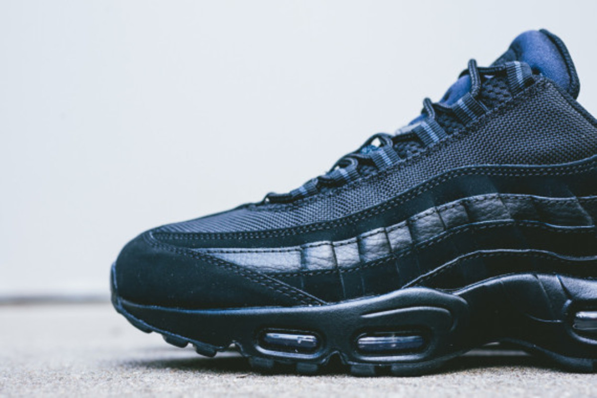 nike-air-max-95-triple-black-03