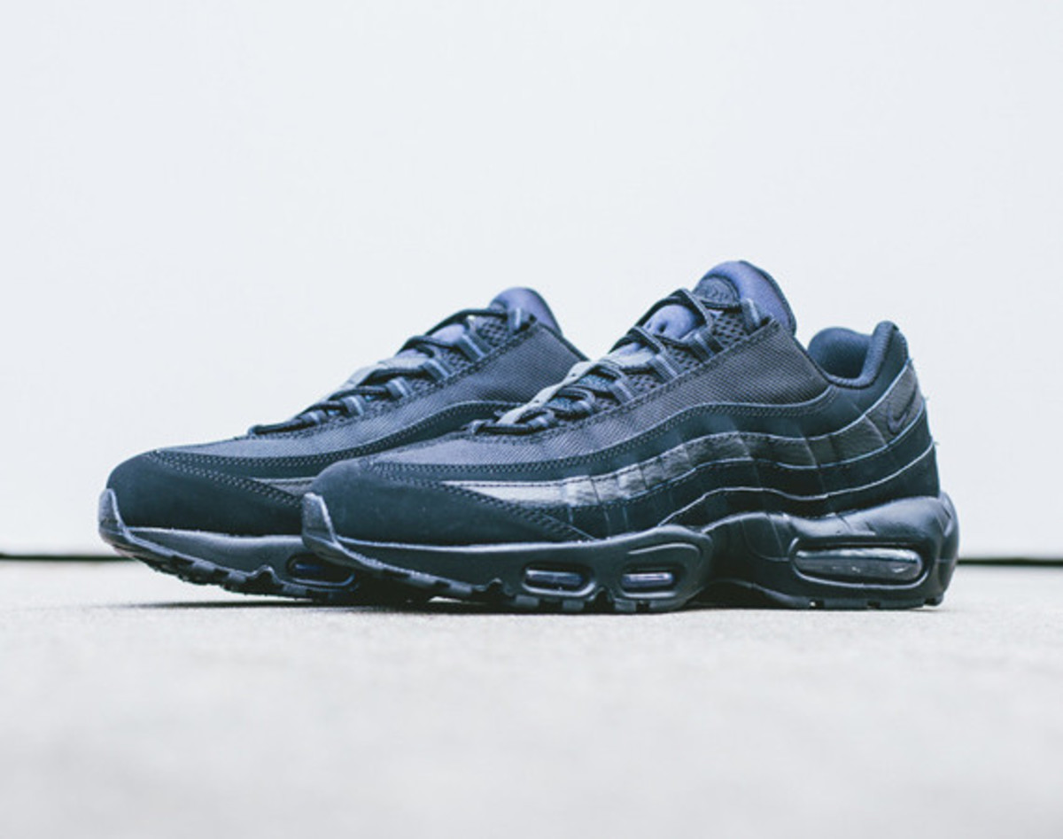 nike-air-max-95-triple-black-01
