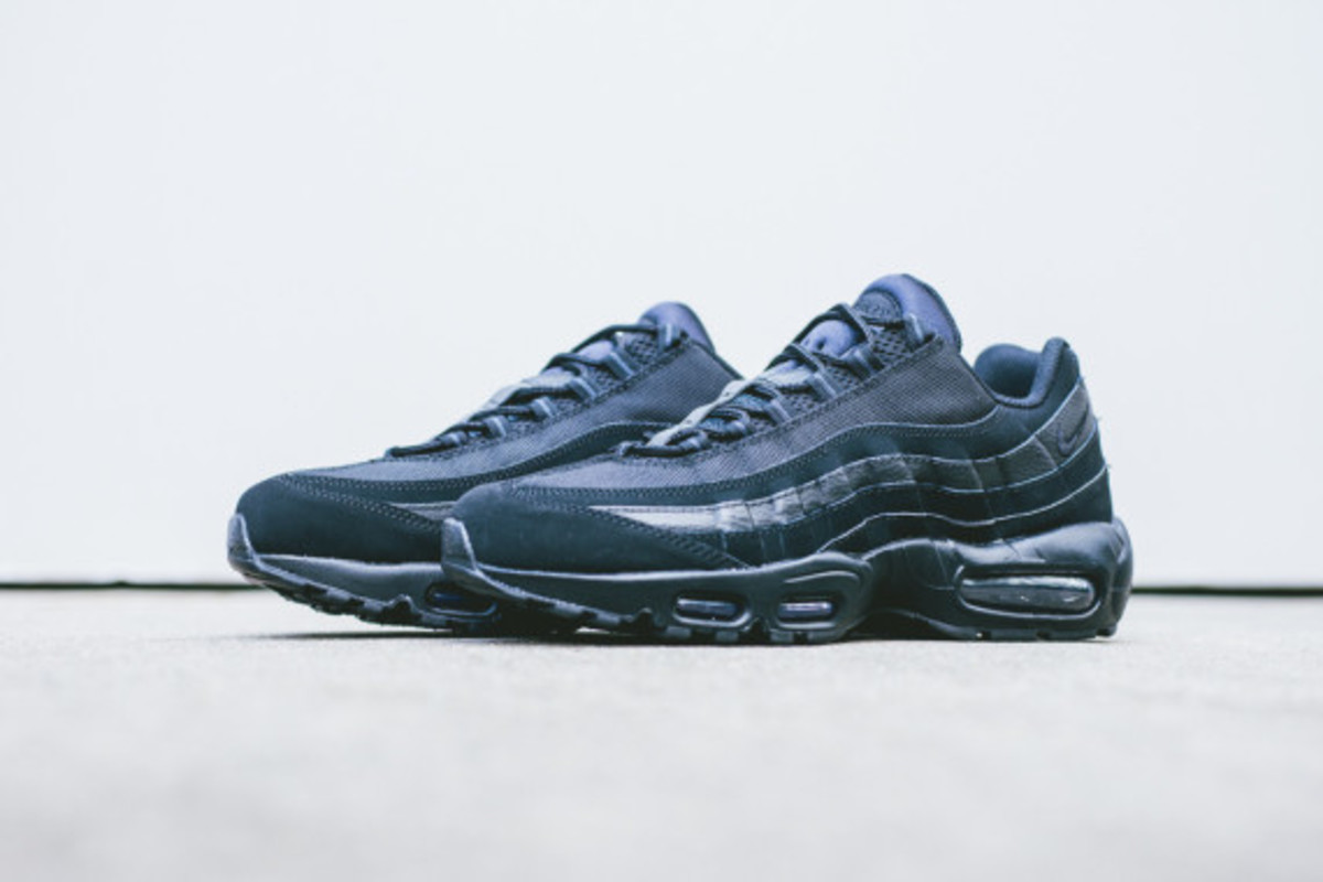 nike-air-max-95-triple-black-06