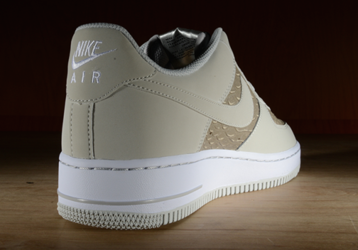 nike-air-force-1-low-light-ash-snakeskin-05