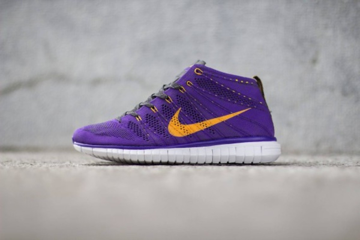 nike-free-flyknit-chukka-hyper-grape-02