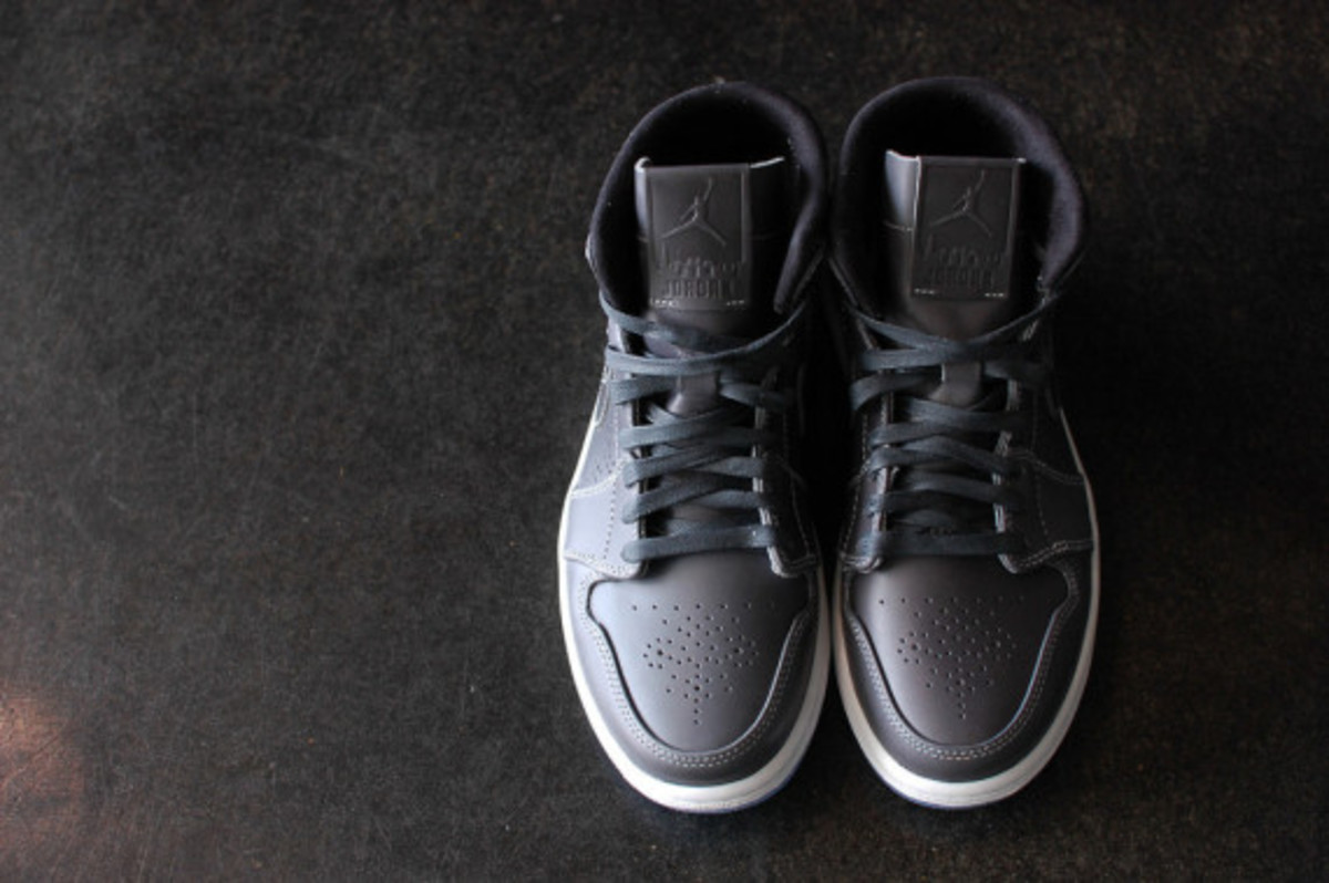 air-jordan-1-mid-nouveau-wolf-grey-06