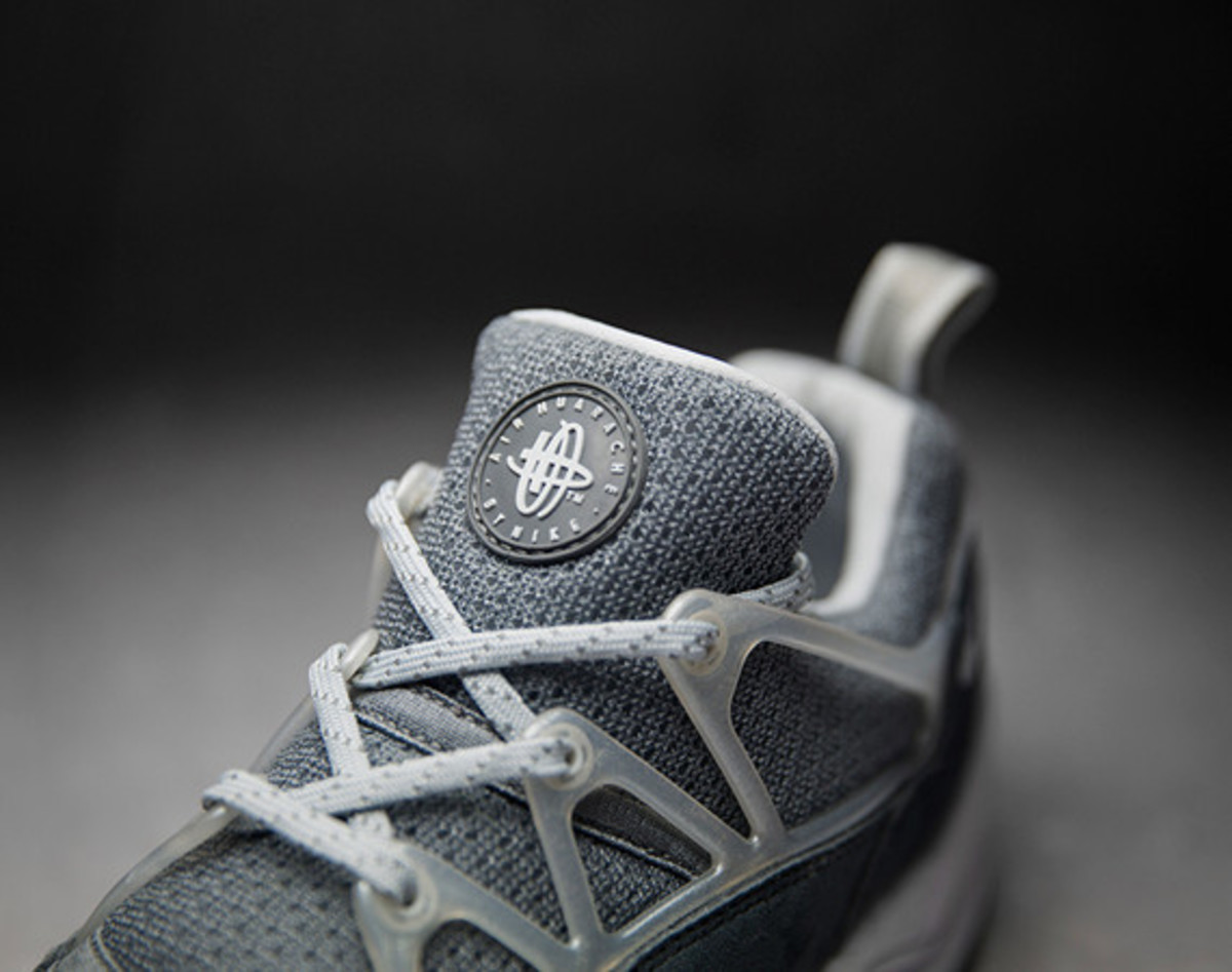 footpatrol-nike-air-huarache-light-concrete-01