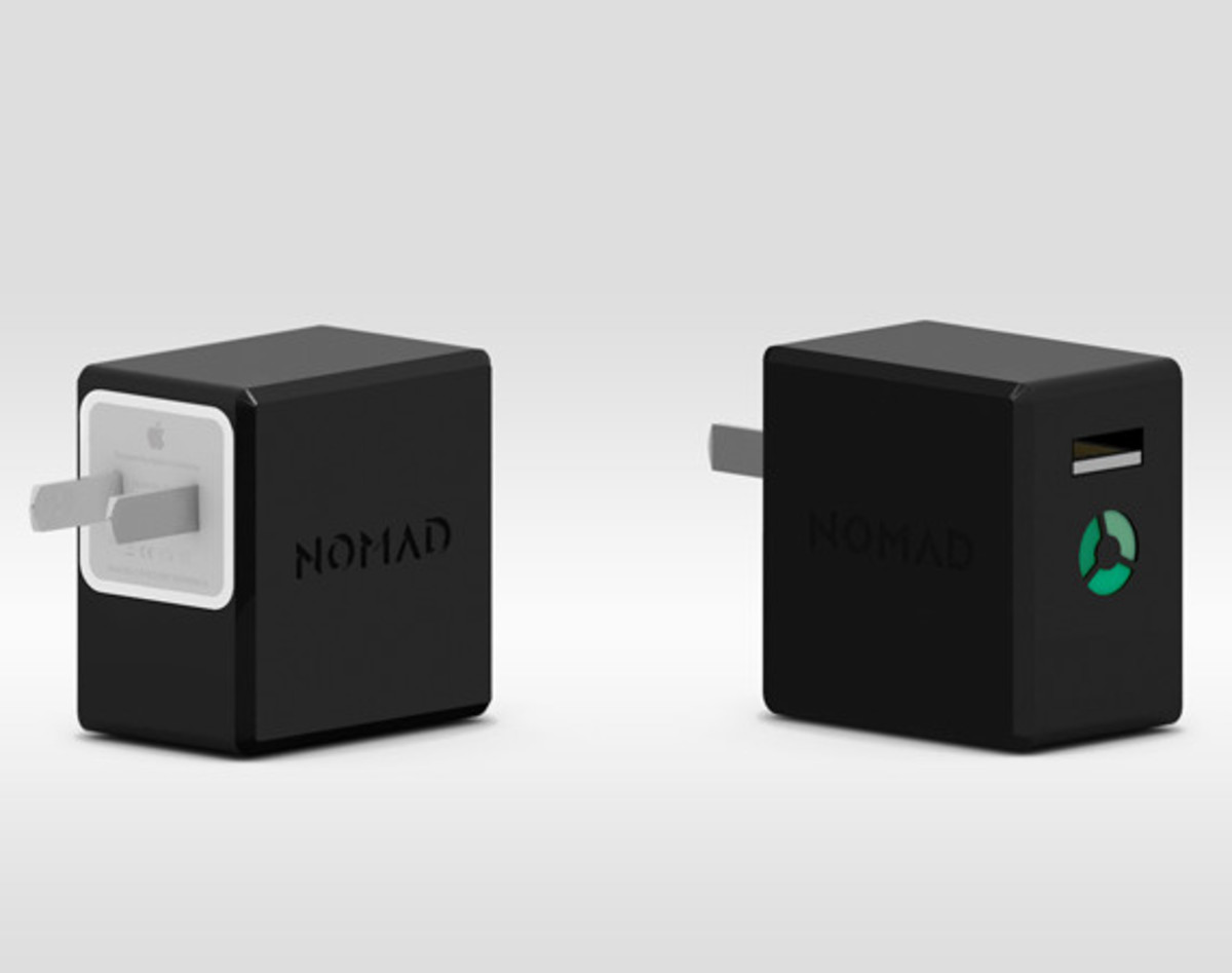 nomadplus-apple-charger-and-portable-battery-in-one-01
