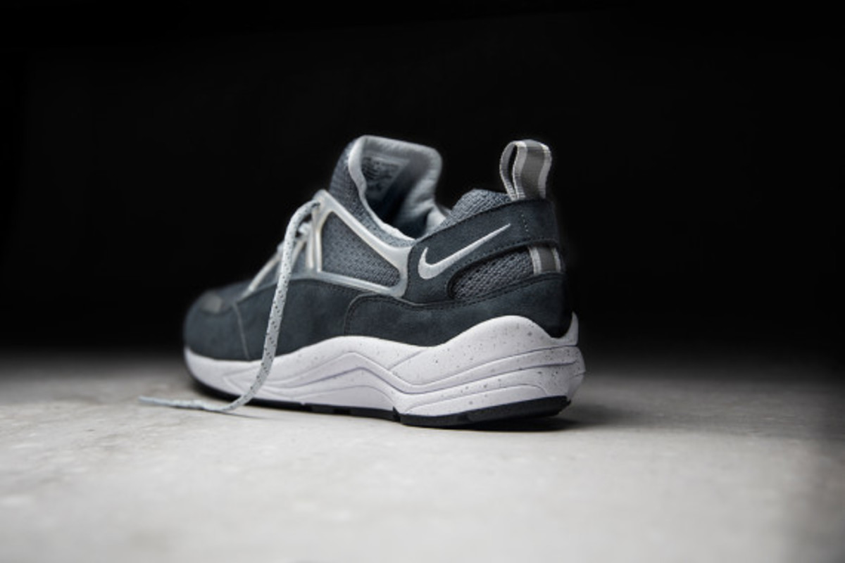 footpatrol-nike-air-huarache-light-concrete-03