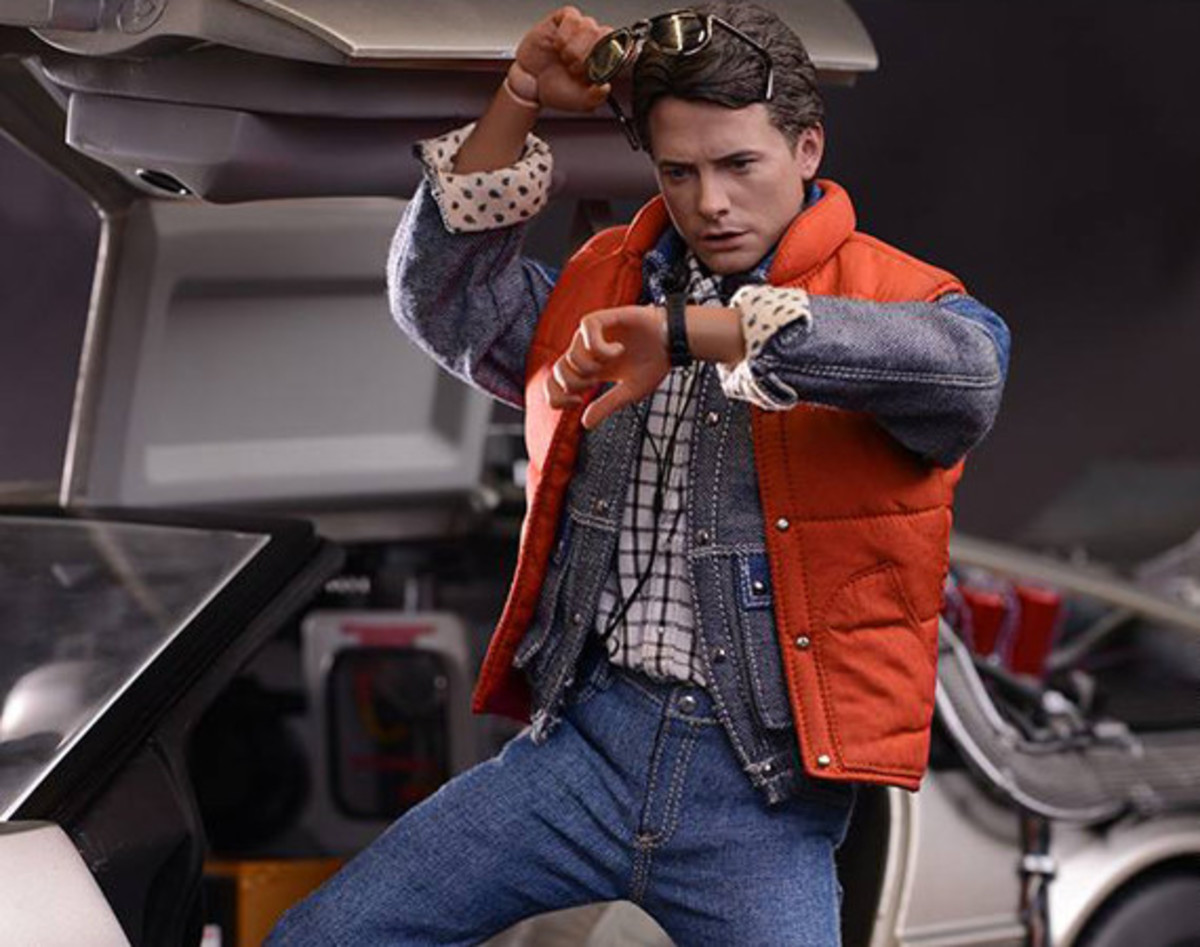 hot-toys-marty-mcfly-collectible-figure-01