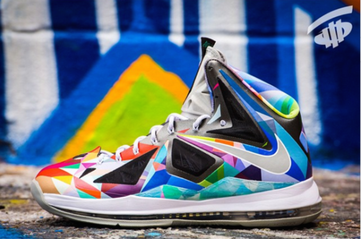 nike-rom-lebron-x-shattered-prism-02