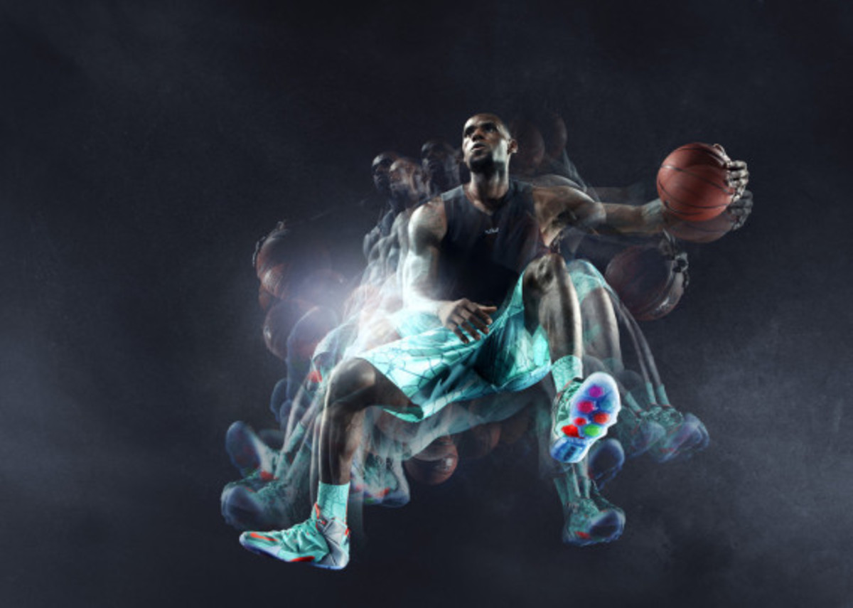 nike-lebron-12-officially-unveiled-14
