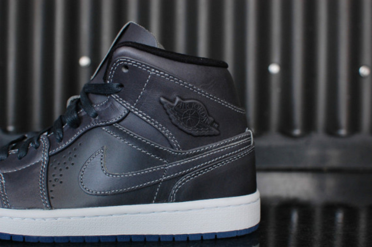 air-jordan-1-mid-nouveau-wolf-grey-03