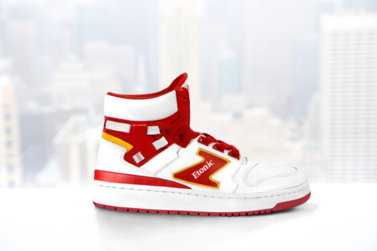 etonic-akeem-the-dream-02