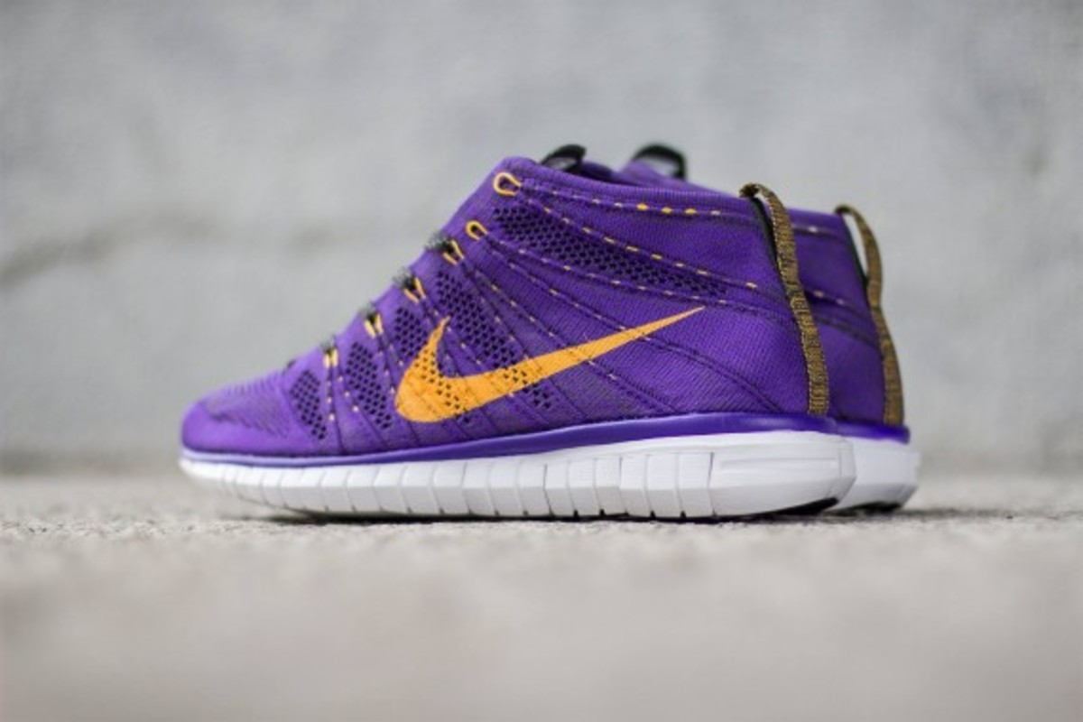 nike-free-flyknit-chukka-hyper-grape-03