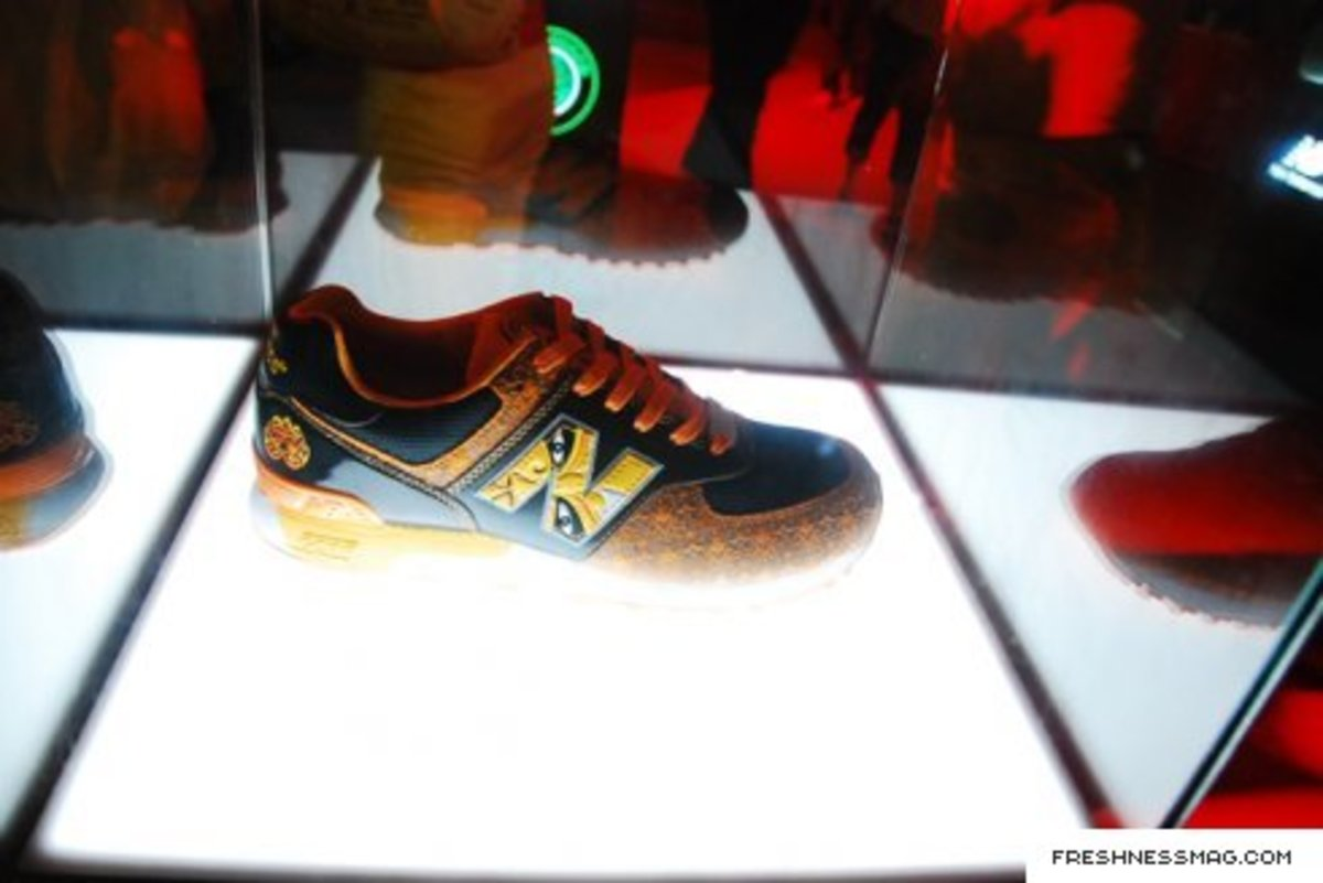 new_balance_china_mask_008.jpg