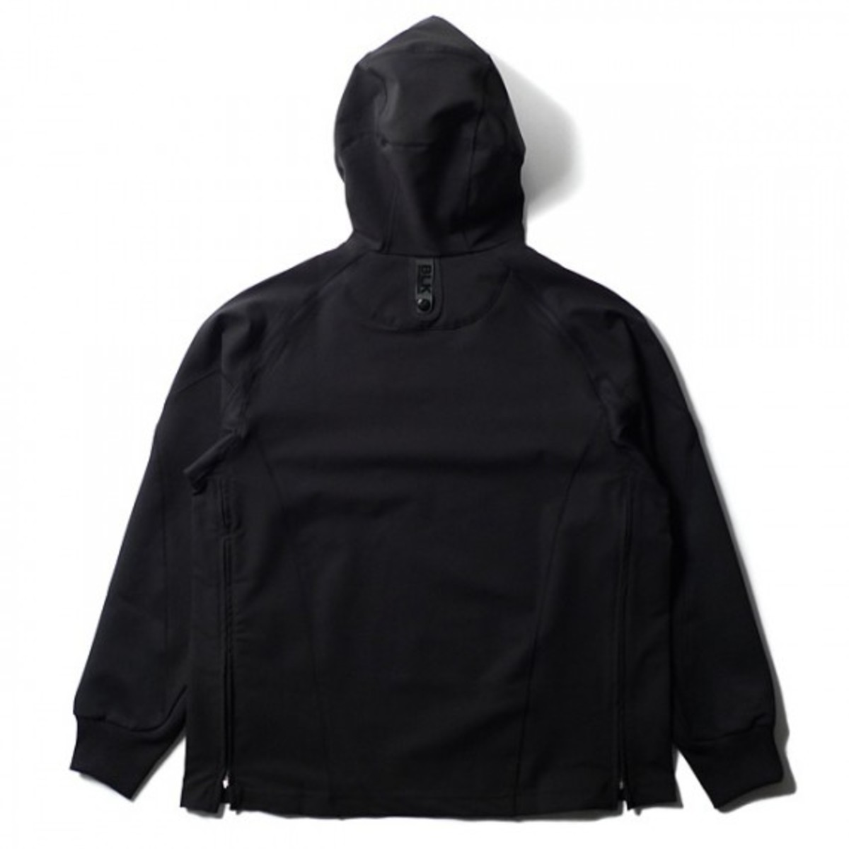 blk-by-white-mountaineering-skynight-02