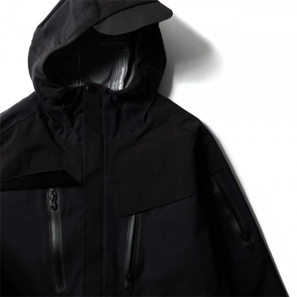blk-by-white-mountaineering-raptor-05