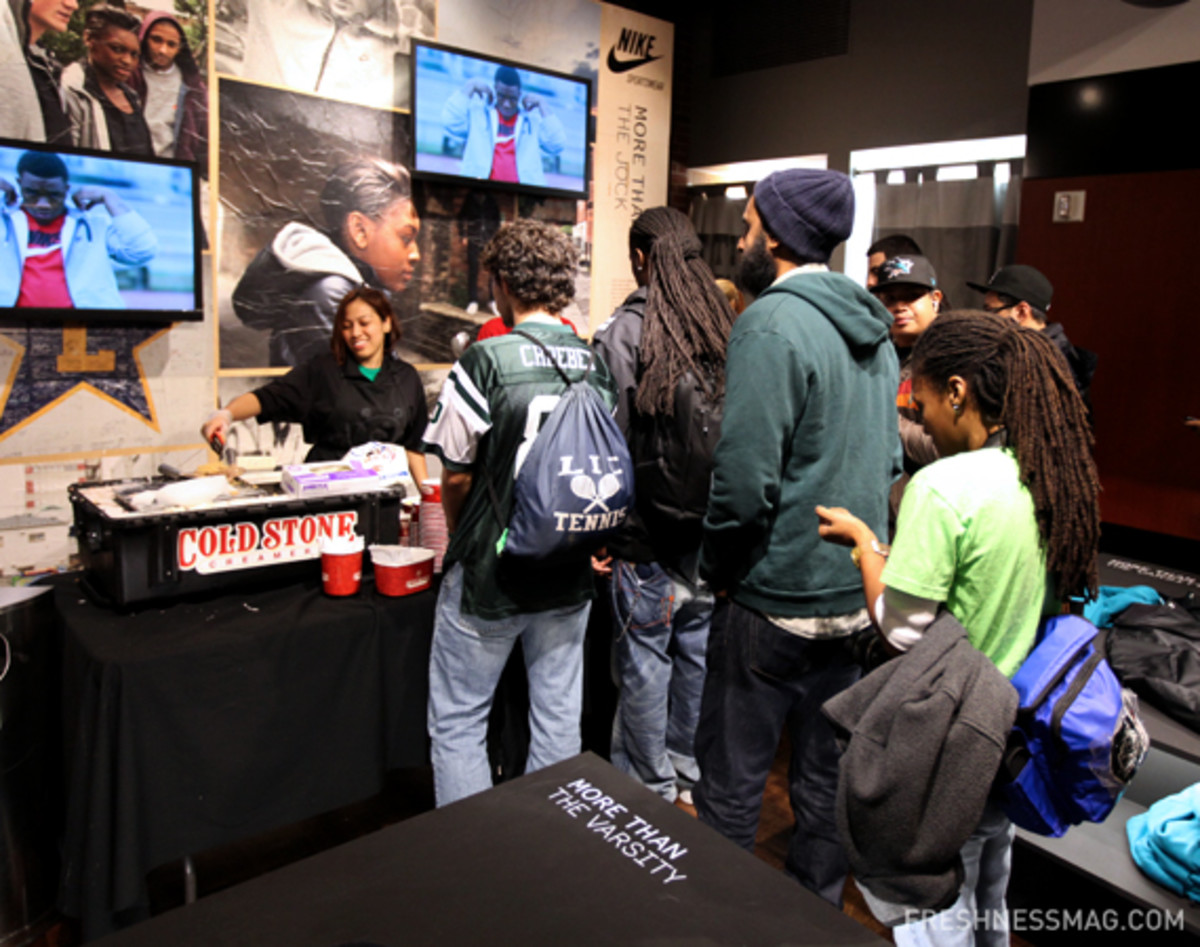 niketown-nyc-darrelle-revis-destroyer-16